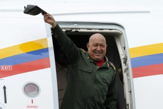 Hugo Chávez regresa a Cuba